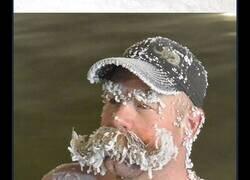 Enlace a Divertidas fotos del concurso de congelación de pelo de las aguas termales de Takhini