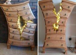 Enlace a Este ebanista retirado se vuelve viral por crear muebles rotos y raros que parecen salidos de Disney