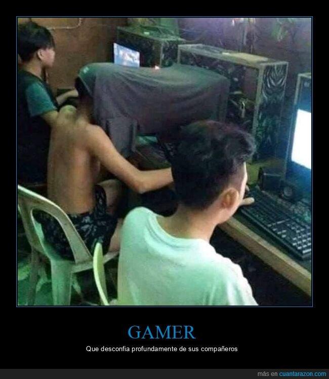 camiseta,jugando,pantalla