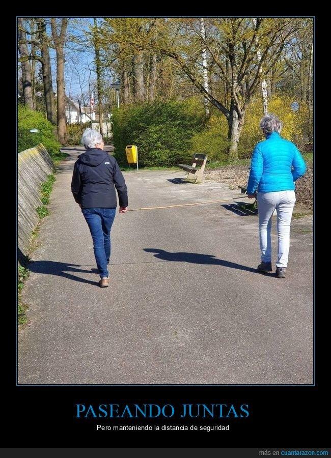 coronavirus,distanciamiento social,palo,paseando