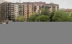 Enlace a Dos coches de policía lograron chocar entre sí en las calles vacías de Milán