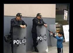 Enlace a Parece que no le gusta la policía...