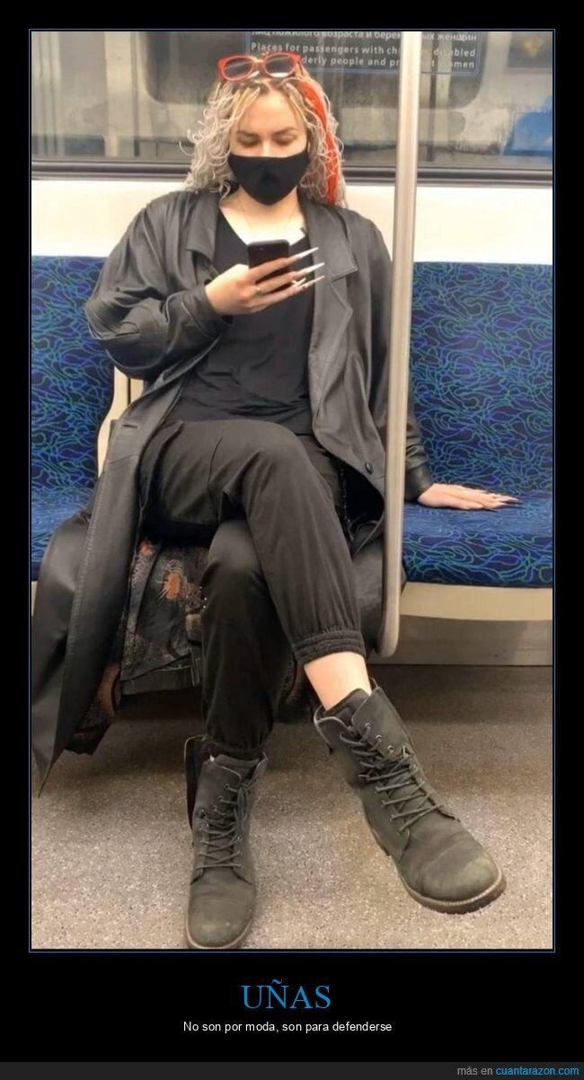 chica,metro,uñas,wtf