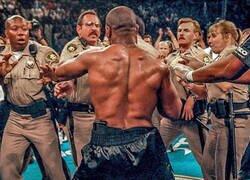 Enlace a Mike Tyson desatado