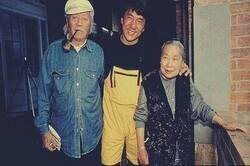 Enlace a La historia de los padres de Jackie Chan