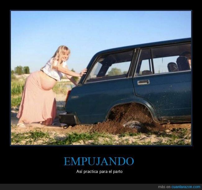 coche,embarazada,empujando