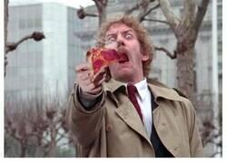 Enlace a Gritos del cine de terror provocados por pizza demasiado caliente