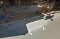 Enlace a Mientras tanto, en Street View...