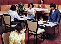 Enlace a Cafetería retro-futurista