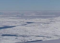 Enlace a Extraño y perfecto iceberg rectangular