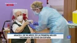 Enlace a Araceli, de 96 años, primera persona vacunada contra la COVID-19 en España