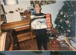 Enlace a Estas fotos de niños abriendo regalos en los 90 te harán dar cuenta que todo era más mágico y puro entonces