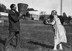 Enlace a DR. JAMES NAISMITH