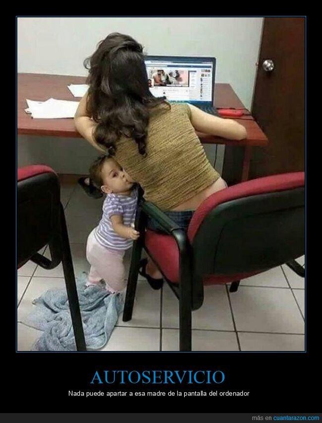 amamantando,hija,madre,ordenador,wtf