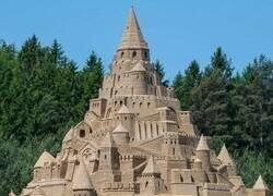 Enlace a Un castillo de arena más grande que la casa de muchos