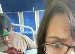 Enlace a Durmiendo la siesta en el bus