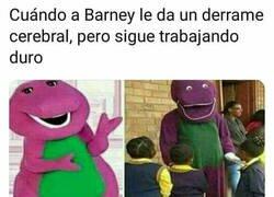 Enlace a Barney siempre lo da todo