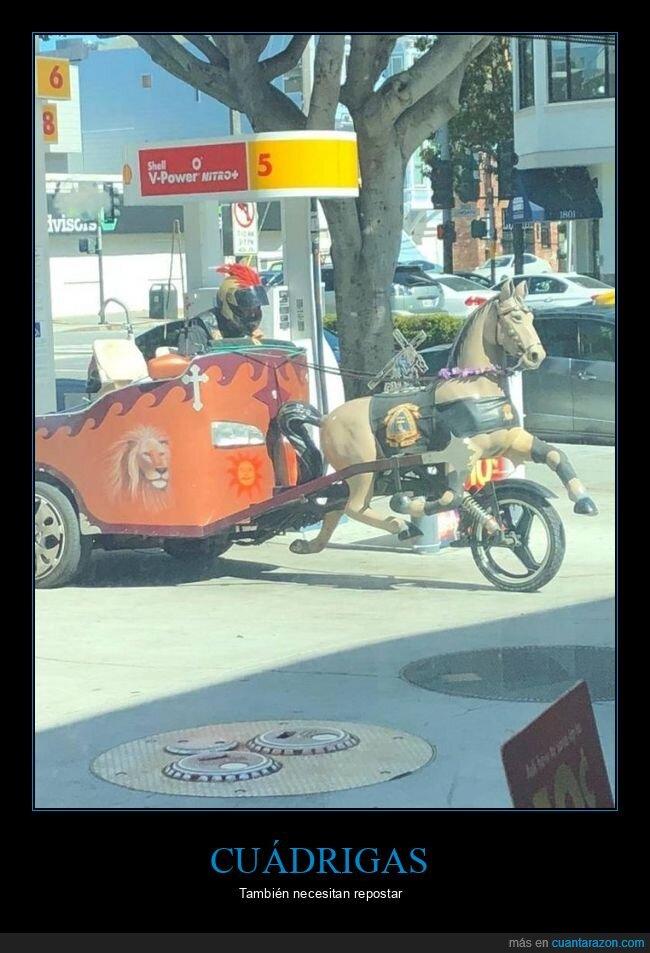 cuádriga,gasolinera,moto