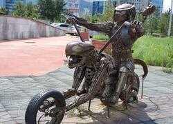 Enlace a Curiosa escultura