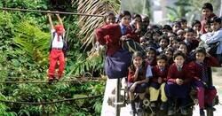 Enlace a Fotografías de niños alfa que atraviesan cualquier adversidad con tal de ir al colegio