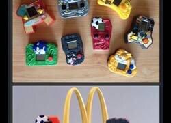 Enlace a Cuando McDonald's se enrollaba y regalaba juguetes de VERDAD