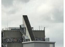 Enlace a Extrañas y peligrosas escaleras que parece que fueron diseñadas para el desastre