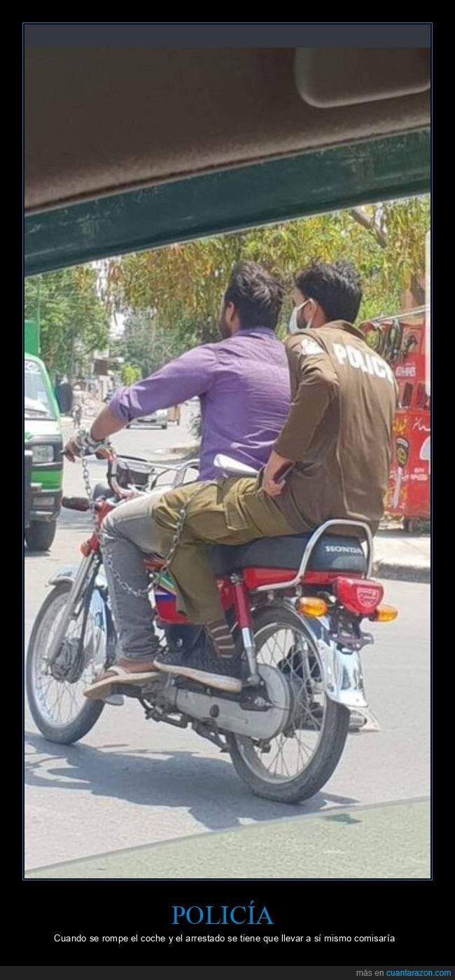 esposado,moto,policía,wtf