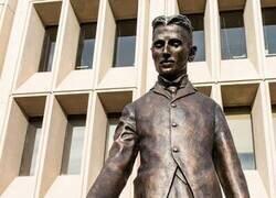 Enlace a La estatua de Tesla en Silicon Valley