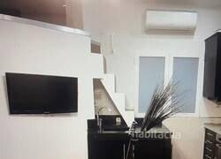 Enlace a Piden 750 euros al mes por un piso en el que hay subir a la habitación desde la encimera de la cocina