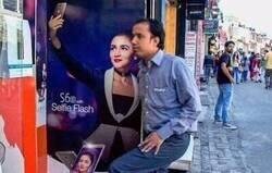 Enlace a Forever Alone se hace un selfie