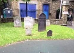 Enlace a Parque infantil + Cementerio