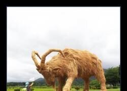 Enlace a El sorprendente festival japonés Wara Art en el que se fabrican enormes figuras de animales con paja