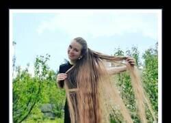 Enlace a Esta mujer muestra lo que ocurre cuando no te cortas el pelo durante 23 años