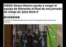 Enlace a Keanu Reeves siendo Keanu Reeves