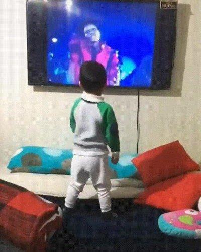 Enlace a Niños que han aprendido a bailar gracias a Michael Jackson