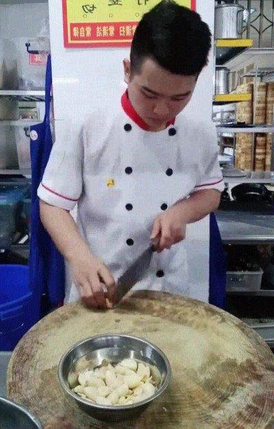 Enlace a Cocinero cortando nivel dios