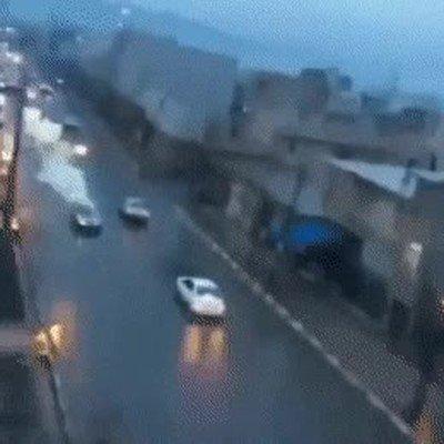 Enlace a El momento exacto en el que un rayo cae encima de un coche