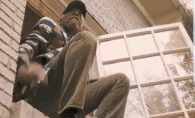 Morgan Freeman haciendo una espectacular escena de riesgo