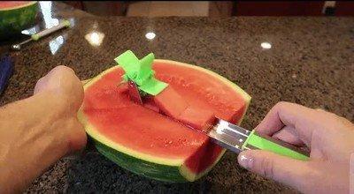 Enlace a Genial truco para cortar sandía