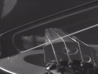 Enlace a Así se mueve la cuerda de un violín a cámara lenta