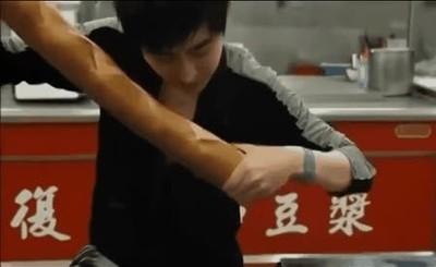 Enlace a Un mago capaz de crear una barra de pan infinita