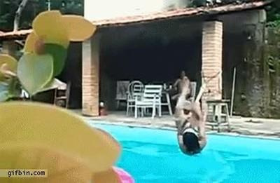 Enlace a Un día tranquilo en la piscina