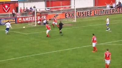 Enlace a ¿Habías visto alguna vez a un árbitro marcando un gol?