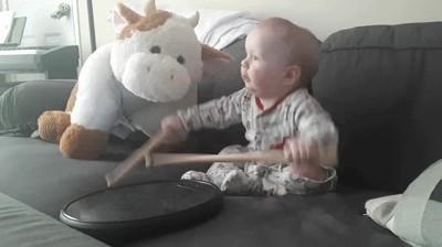 Enlace a Niños que han nacido para tocar en una banda
