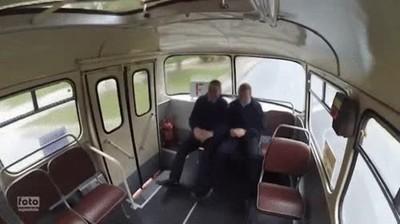 Enlace a Por eso deberían haber cinturones en todos los transportes públicos