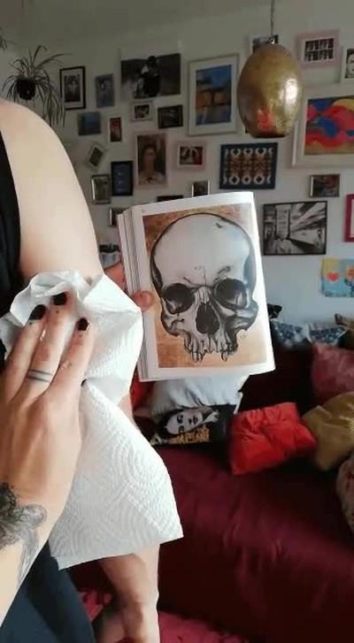 Enlace a Necesito el teléfono de este tatuador
