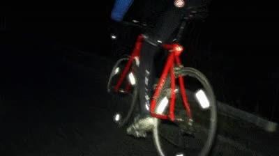 Enlace a Truco para hacerte claramente visible cuando sales en bici de noche