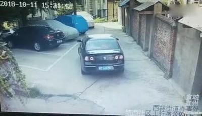 Enlace a Creo que no suelen enseñar a aparcar así en la autoescuela