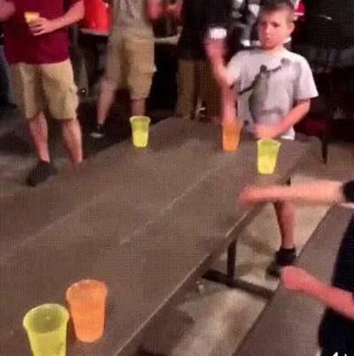 Enlace a Una buena forma de trollear una partida de beer pong