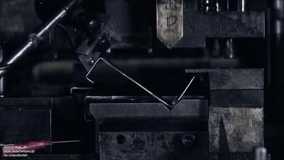 Enlace a Así es cómo funcionan las máquinas de doblar metal
